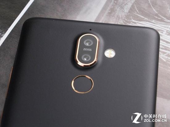 三颗蔡司认证镜头的诺基亚7Plus