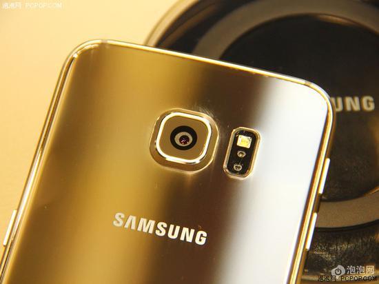 几个月后发布的三星Galaxy S6系列凸出更恐怖,好在位于中央