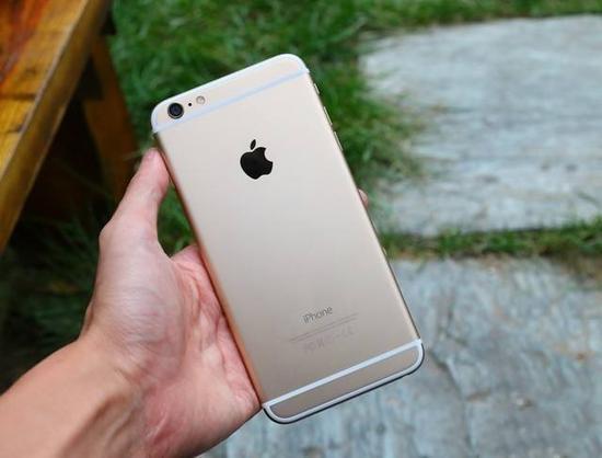 5.5英寸的iPhone6Plus其实已经接近握持极限了