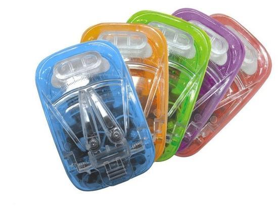万能充可以为任何可拆卸手机电池充电,结构相对简单(图片来自nipic.com)