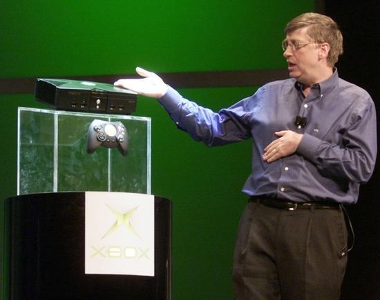 2001年CES上,盖茨发布XBOX主机