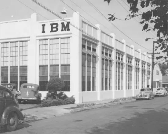 1943年,IBM在圣何塞第六大道和圣约翰街拐角开设了首个工厂