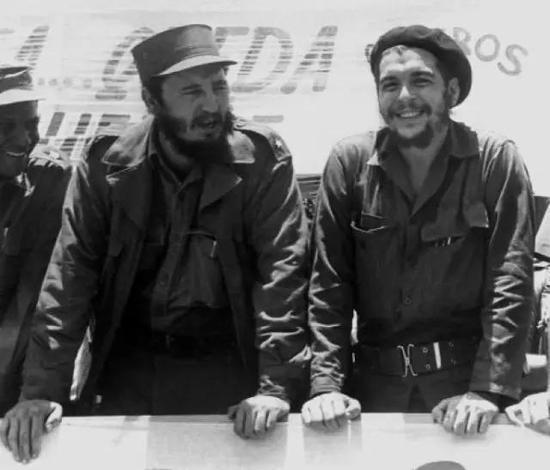 卡斯特罗(左)和格瓦拉(右)(图片来自网络)
