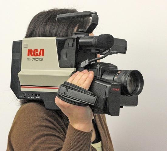 最早的摄录一体机,来自RCA,使用VHS格式磁带