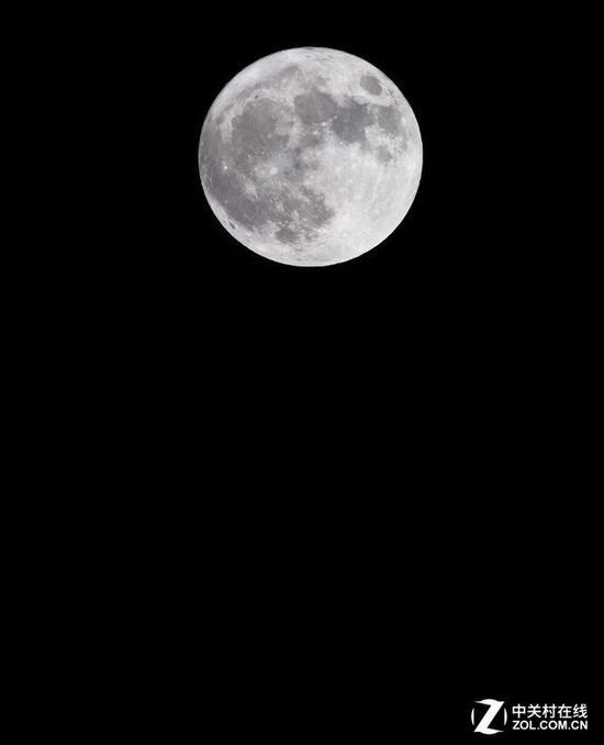 普通月亮的拍摄至少要300mm焦段