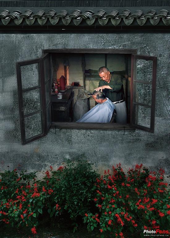 如上面这张照片中的窗框,被很好地利用为画框.
