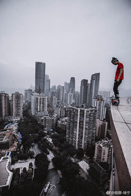 吴永宁极限高空挑战照片。 吴永宁微博图