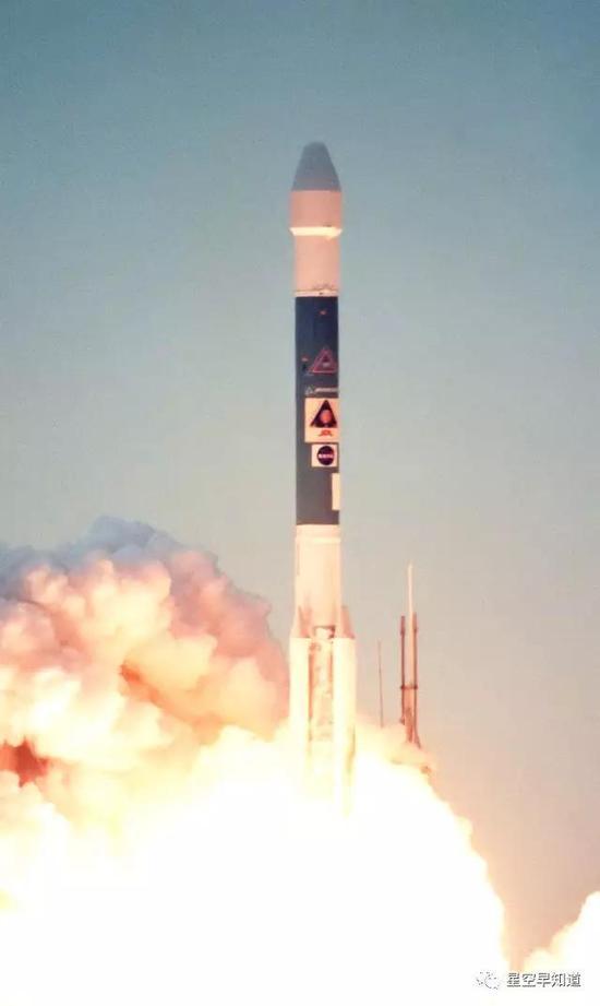 """1999年1月3日,""""火星极地着陆者""""探测器由一枚德尔塔-II型火箭发射升空来源:NASA"""