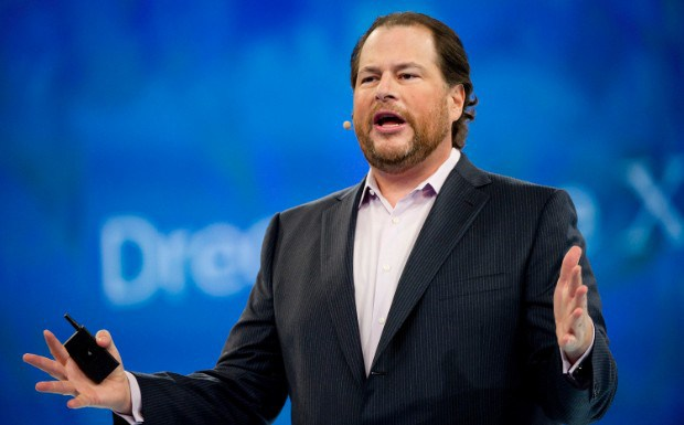 Salesforce首席执行官:社交媒体应像烟草一样受管制