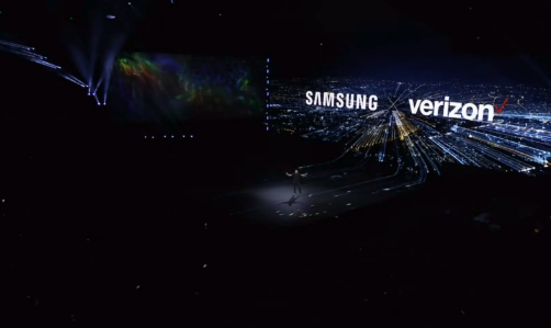 Verizon作为运营商代表上台谈三星手机与5G网络支持,沃达丰和T-mobile则发来祝贺视频