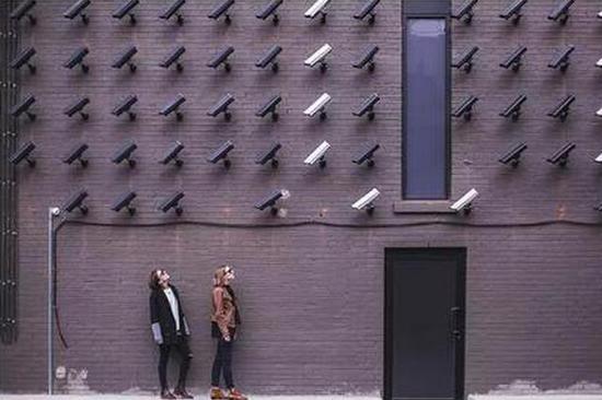 <b>微信刚聊完就收到商品推荐,电商App在监视我吗?</b>