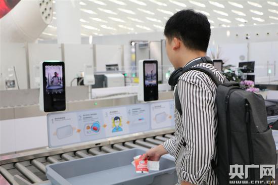 深圳机场正式启用智能安检通道,全程自助安检优化旅客过检体验