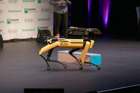 波士顿动力机器狗首个开箱视频:53万,我买到了啥?