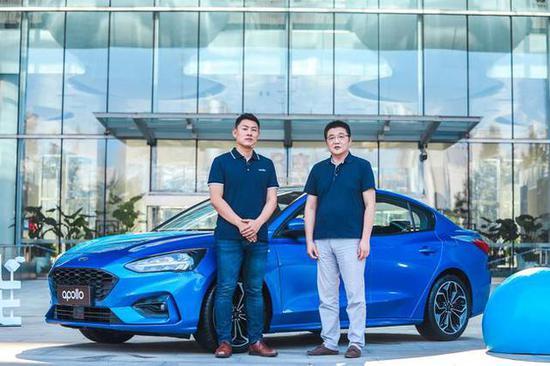 百度车联网事业部总经理苏坦(左)&蜻蜓FM 创始人、董事长兼CEO张强(右)