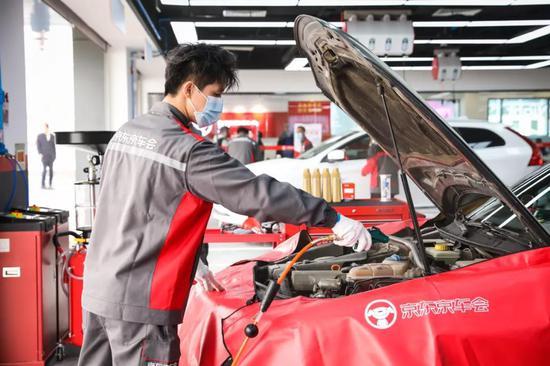 橱窗中的新能源汽车:一场新型消费业态的加速更迭