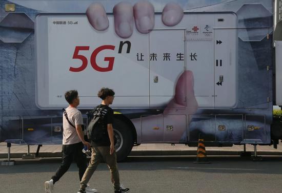 运营商攒饭局自掏腰包抢客户,万亿投资已布下,谁能为5G买单?