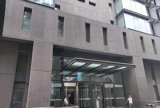 日博官网公司所在的父亲厦,位于北边叁环雍和宫地铁站左近 | 薛星星摄