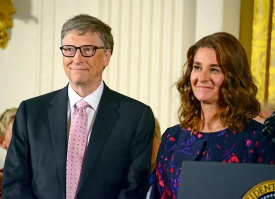 """比尔·盖茨首谈离婚""""差点哭了"""":是自己的错"""
