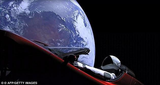 马斯克的樱桃红色太空跑车带回地球。