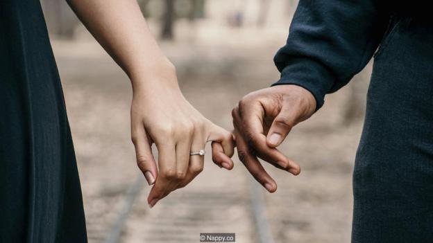 很多人可能会优先考虑寻找一个与自己的死亡日期相近的伴侣携手生活。