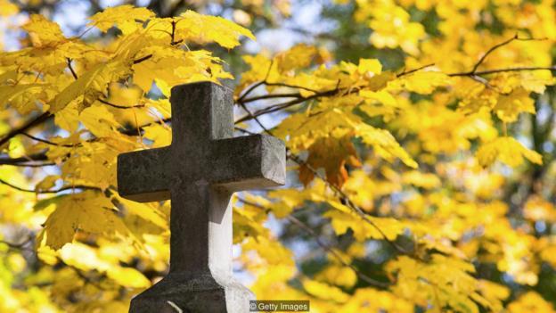 一些研究人员认为,我们坚持某些信念,从而避免对死亡的恐惧不安。