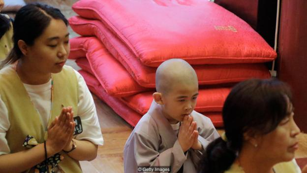 """佛教僧人對死亡的提示似乎不具有典型自我防禦反應,與""""恐怖管理理論""""的預測正好相反。"""