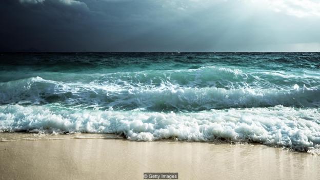海水的潮漲潮落就是由月球的引力導致的。
