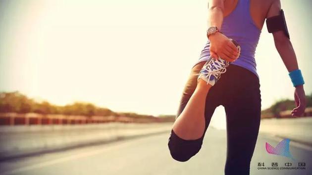 uedbet在线客服 - TFBOYS训练翘腿撅臀下腰正身姿,挥汗如雨不言累!