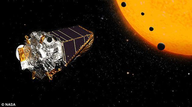 """开普勒太空望远镜差不多已运行10年时间,现已接近""""生命尽头""""。近日,美国宇航局宣称,剩余燃料仅能维持几个月的运行时间。图中是艺术家描绘的开普勒太空望远镜。"""