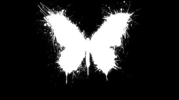 如果你观察呈现蝴蝶效应的系统,会发现它们是混沌无序的,将产生分形图案,如果你有10000个数据点,就可以看到分形图案随时间是如何变化的,这也就是我们所说的轨迹。   蝴蝶效应是真实的吗?是的,这是自信观点的答案,之后你可以探索这个问题,什么是真实的蝴蝶效应?这就是乐趣所在。   蝴蝶效应最早可能是由庞加莱在20世纪初发现的,他试图从天体物理学角度揭晓3个相互作用的天体问题,如果你在空间中与两种物体产生引力和交互作用,对其建模就相对简单:它们彼此相互影响效果,但是当空间中与3种物体产生引力和交互