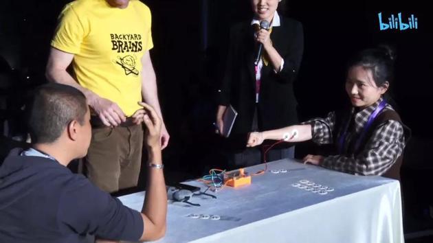 """银河所有彩票娱乐平台·福州男子反插手机卡避定位 不料干的""""好事""""早被监控全记录"""