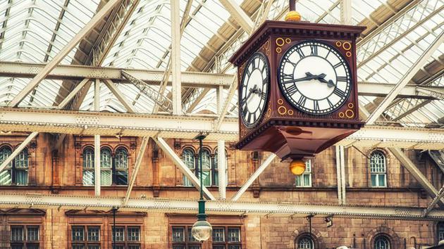 火車時刻表意味着所有人必須遵循同一套計時系統,不能依賴日出而起、日落而息的計時習慣。