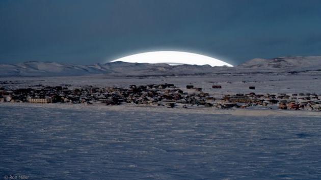 图为从北极圈看到的情景。