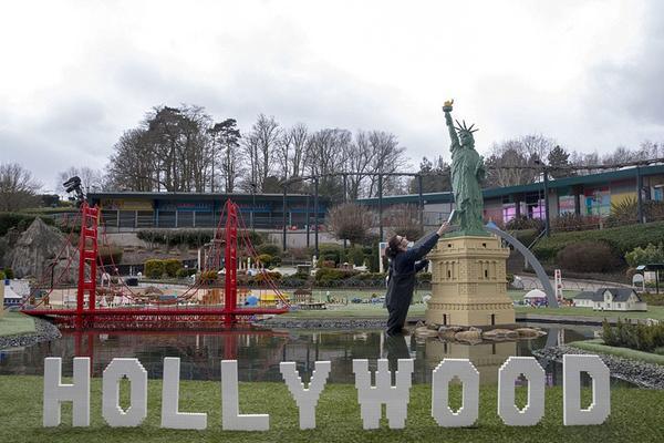 """英公园用4000万块乐高积木建""""迷你世界"""""""