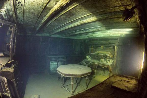 探秘湖底百年沉船:舱内装饰精致保存完好震撼人心