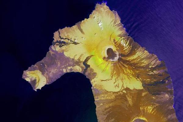 高空俯视地球:神秘岛屿像海马