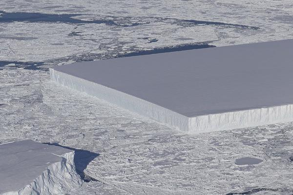 NASA在南极发现奇特方形冰山:边缘齐整宛如人工切割