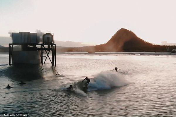 """澳大利亚推出全球首个""""5浪技术""""人造冲浪湖"""