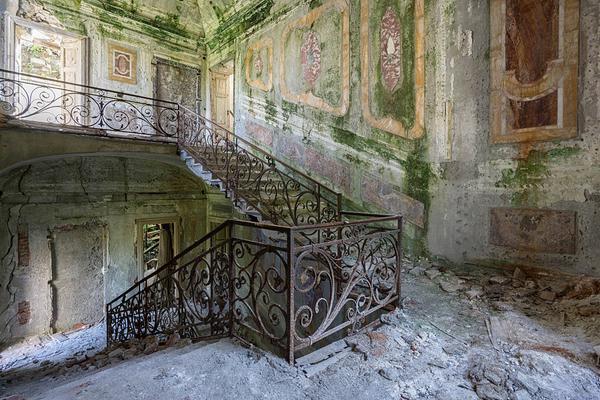 探访欧洲废弃豪宅:被大自然改造成凄美景观