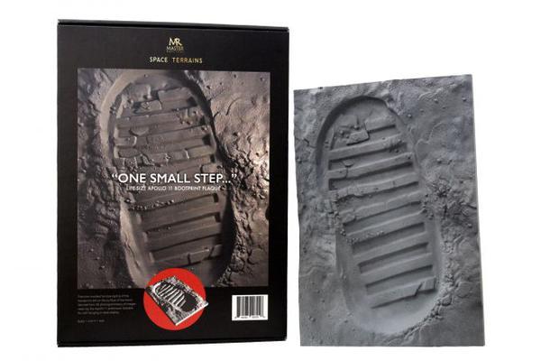 宇航员奥尔德林太空行走鞋印制成3D纪念品