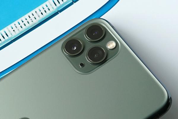 摄影师评测iPhone 11 Pro:装在口袋里的三颗镜头