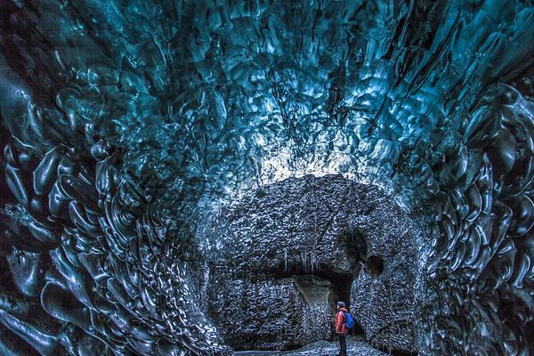 如同电影特效!冰岛天然蓝色冰洞非凡变化