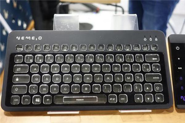 厂商展示电子墨水屏键盘,可自定义每个键帽显示内容