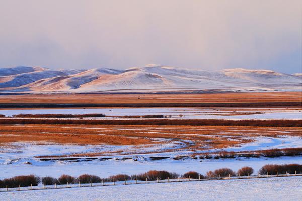 内蒙古呼伦贝尔雪域辽阔 原野夕阳暮色壮观