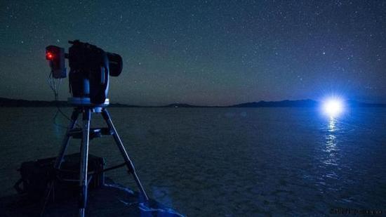"""在""""恒星罩""""测试中,遥远星光的明晃刺眼,这显示对恒星附近状况进行细致入微的观测非常不易。"""