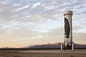 贝索斯旗下航天公司首次实现火箭回收