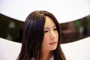 这个中国人说机器人产业名不副实 都是残疾人