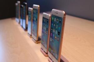 苹果手机镜头染尘 修了4次也没好