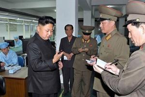 朝鲜领导人也爱用iPhone 但因为国情去除了LOGO
