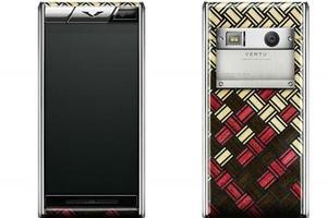全球限量50部 奢华手机Vertu也要玩木壳